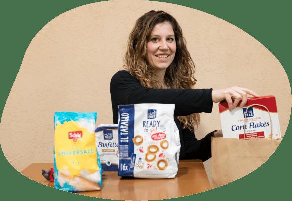 Ragazza con prodotti senza glutine e senza lattosio