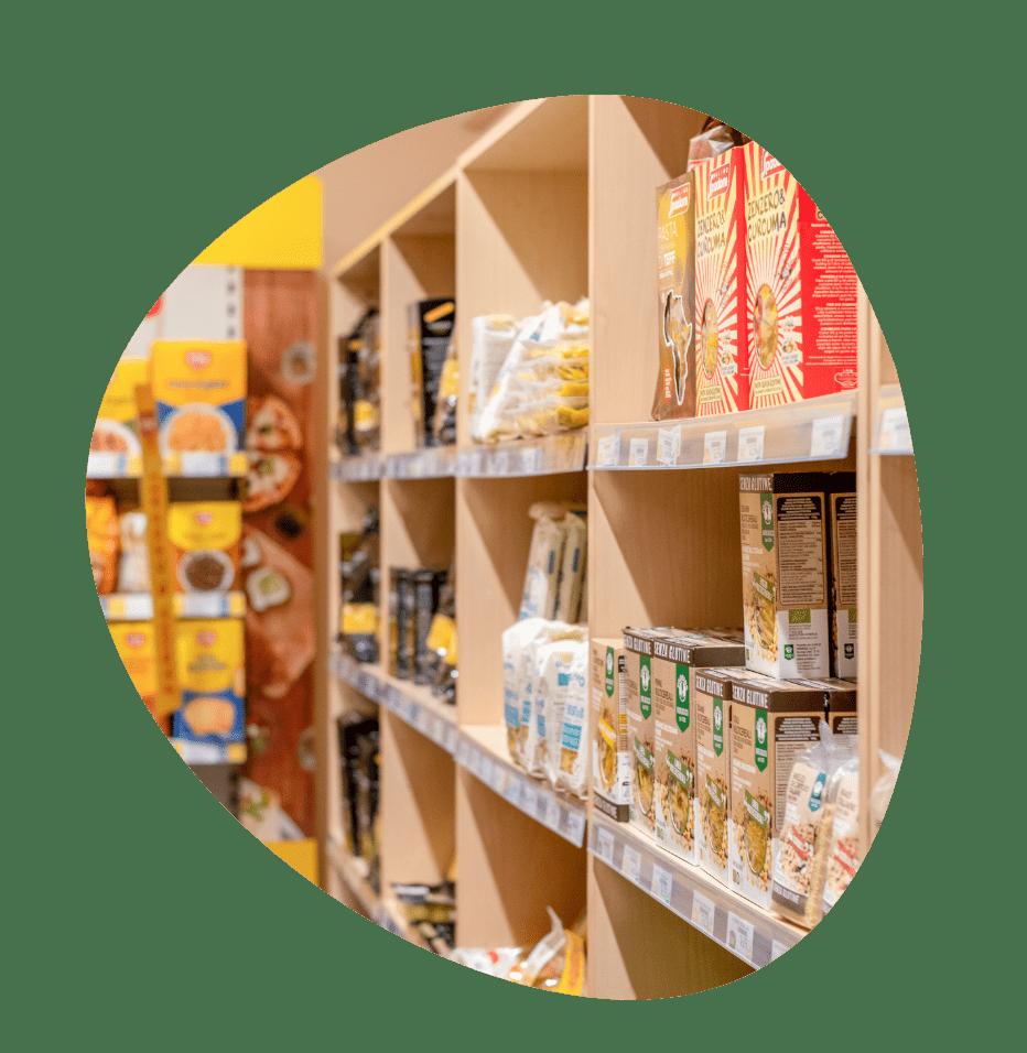 Scaffali con prodotti senza glutine